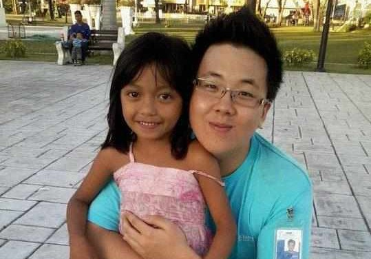 Andy Lim with an adorable girl living on the streets who want to grow up to become a doctor!