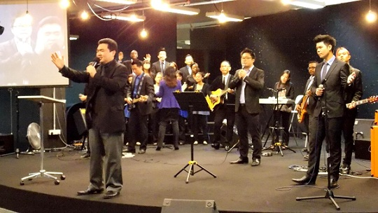 Praise and Worship at Acts Central, Summit Hotel