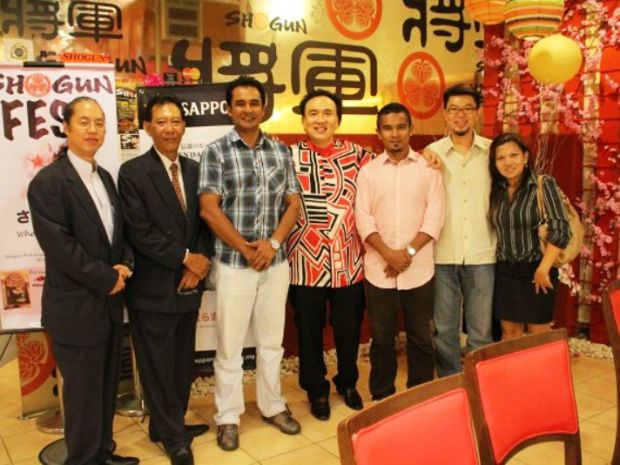 Dato Sri Michael with celebrities and staffs