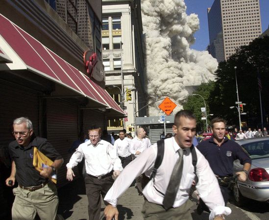september-9-11-attacks-anniversary-ground-zero-world-trade-center-pentagon-flight-93-people-running-wtc_40011_600x450