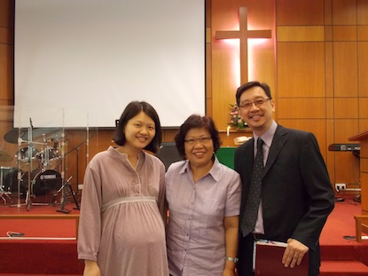 Pr Moi Lee (middle) with Pr James Hoh (right) and his wife, Angeline (left)