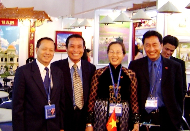 Tony with Directors of Saigon Tourist and HCMC Tourism Dept in Busan, 2003