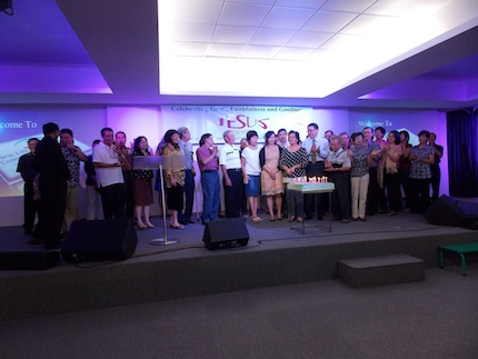 Cutting cake ceremony with the people who are with the church since its inception