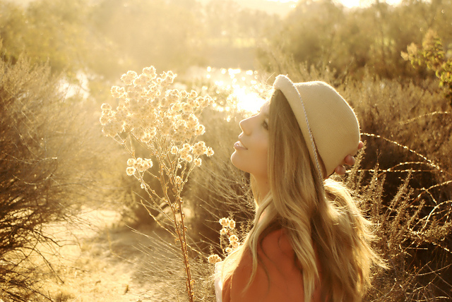 girl-in-sunshine-with-hat