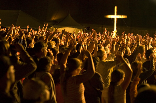 worship_crowd_802061783