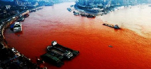 Yangtze River in China turns blood red