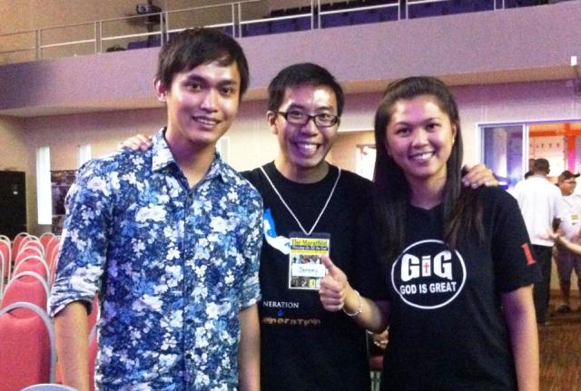 Jeremy Tan (middle) with his friends