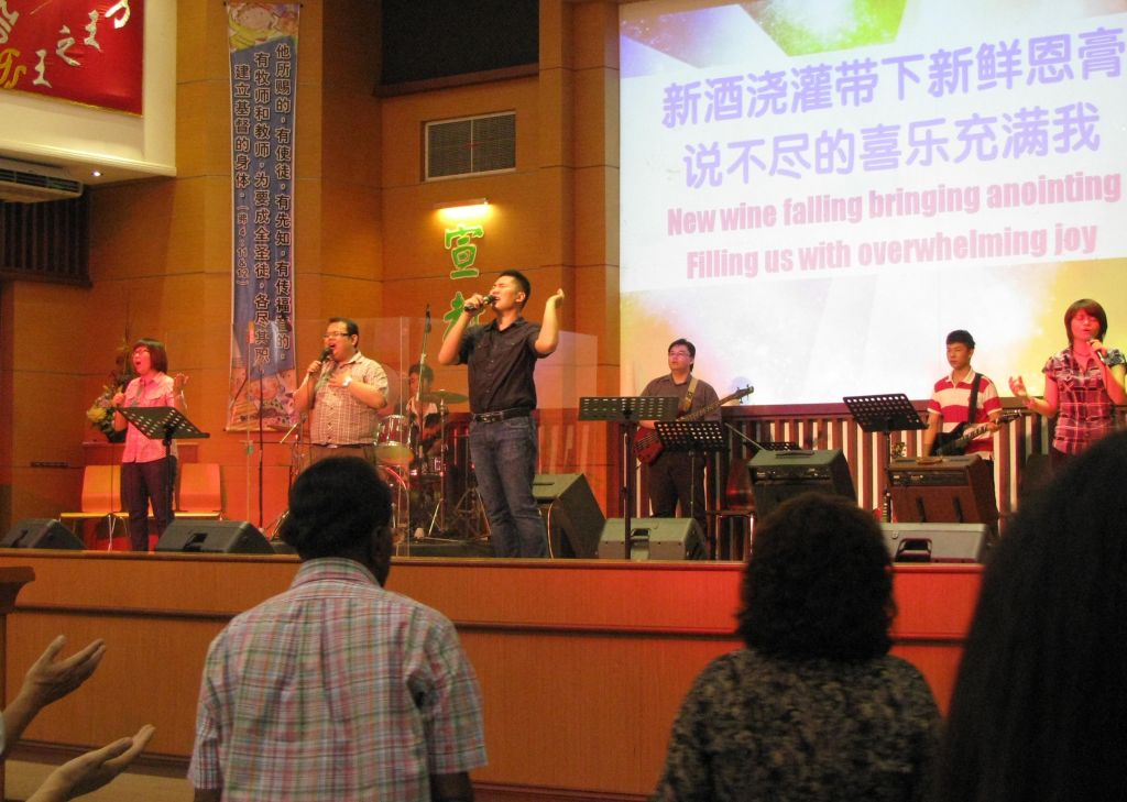 Praise and worship at SIB Hosanna.