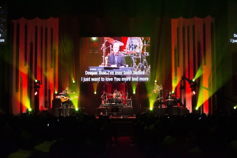 Don Moen and special guest Lenny LeBlanc with musicians