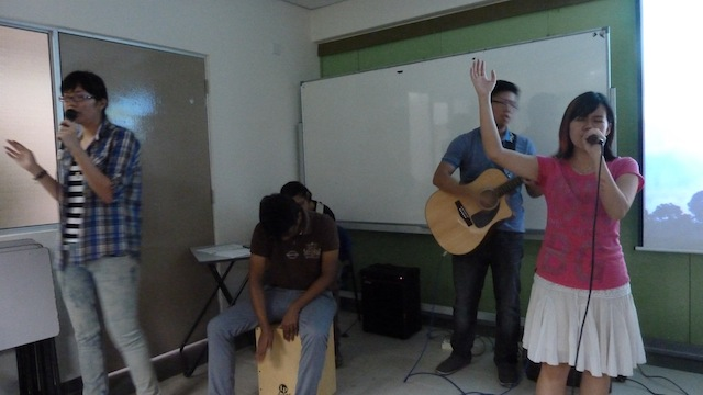 Worship team of Tunku Abdul Rahman College, led by Tricia Lim (right most)