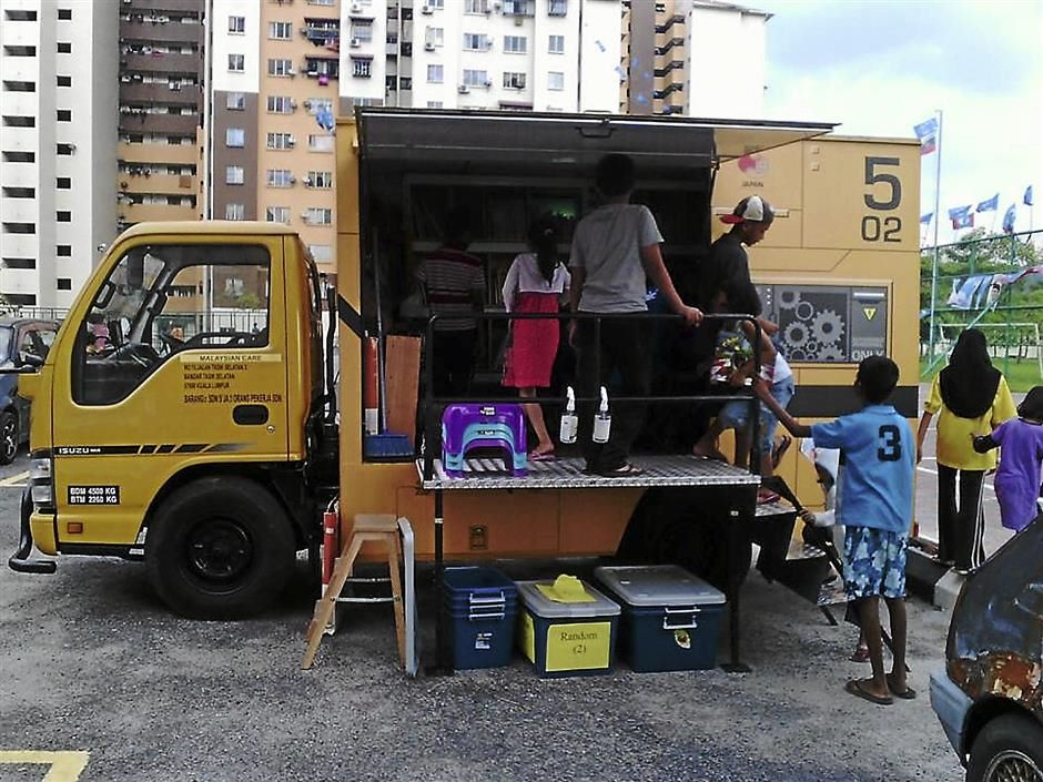The Bumblebee which brings books, games, toys, and development programs into low-cost flats