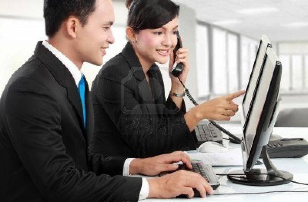 woman-and-man-office-worker-meeting-in-the-office