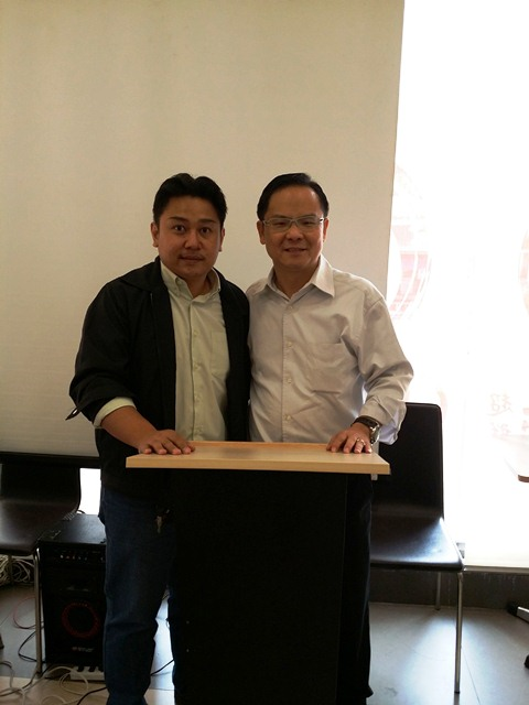 Eddy Yong (right) with Pr Jhoy