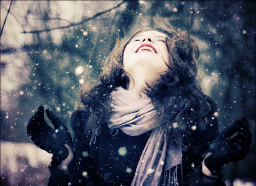 people,winter,flakes,girl,snow-b02f102b26f2283430e95cee5ecbeef2_h