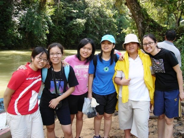 Su Chen with her CF friends going on a Sarawak mission trip, where their friendship deepened