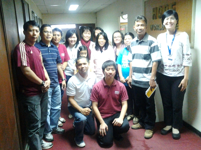 Su Chen working recently with HOPE Worldwide Indonesia to train  NGO staffs who work with Jakarta slum children