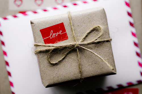GIFT-WRAP-6-love-and-twine-via-A-Gift-Wrapped-Life-via-Tumblr