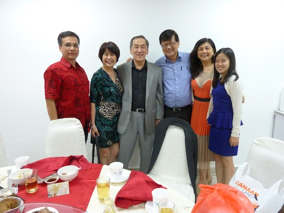 Datuk Tony Tiah (3rd from left) and wife Datin Alicia (2nd from left) with Pr Peter Sze (3rd from right) and wife See Fen (2nd from right) with conductor of choir Bryan Gan (1st from left)