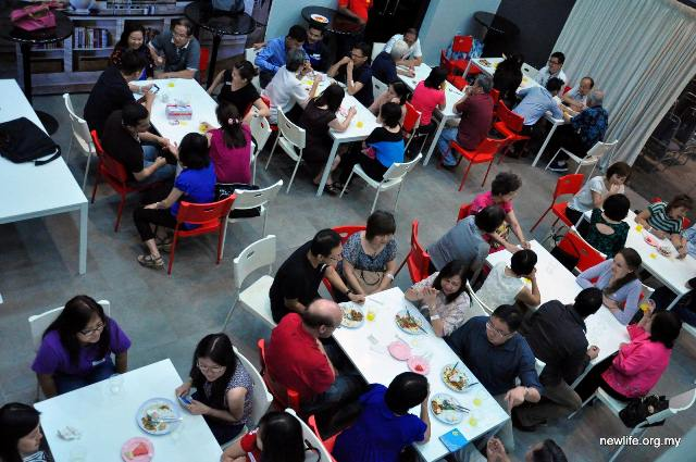 Newcomers of NLRC PJ enjoying dinner together