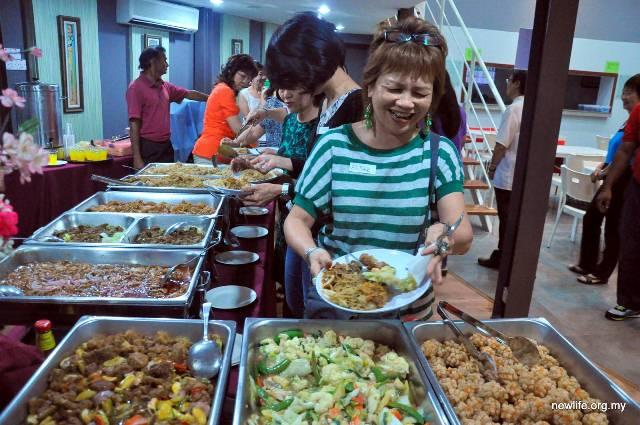 Buffet dinner after games