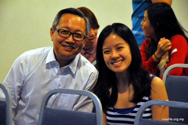 Sr Pr Ron Hee of NLRC (left)