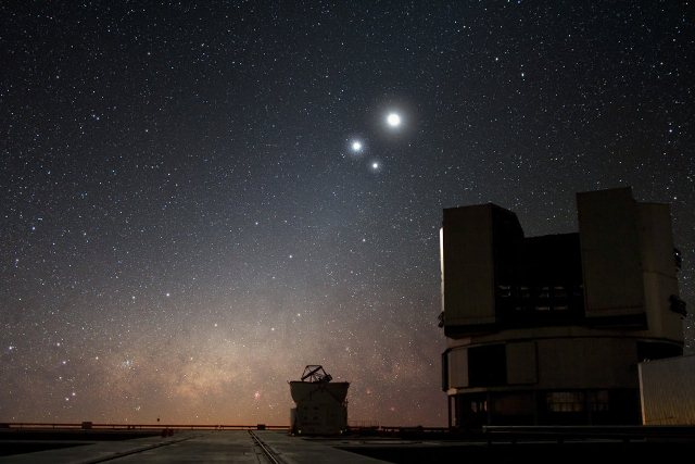 The moon, Venus and Jupiter above the European Southern Observatory