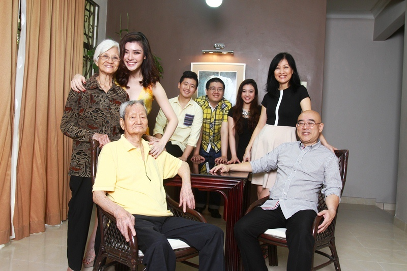 Carey Ng with her family and grandparents