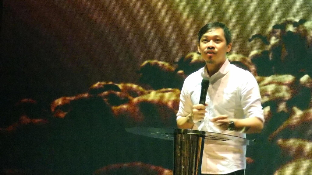 Senior Pastor Kevin Loo preaching the Word