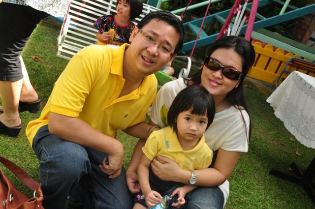 Teo Jin Mei (right) with her husband and daughter