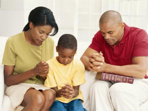 Black-family-praying