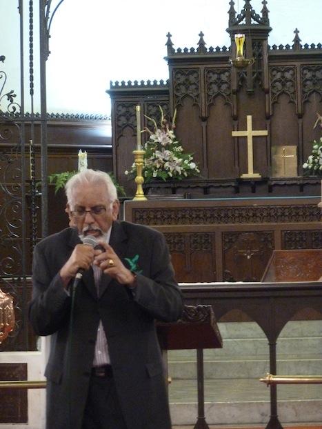 Rev Jai Kumar praying for the congregation