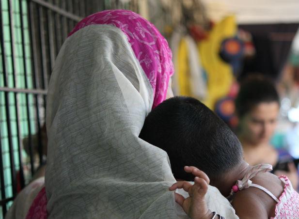 hagit-bachrach-women-in-india-children