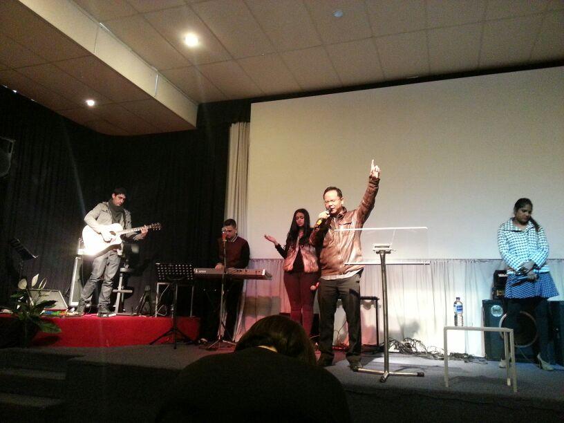 Eddy Yong worshiping God