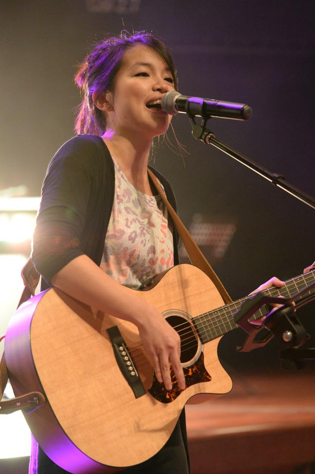 Alarice, singer, songwriter, and guitarist (born in New Zealand but grew up in Singapore) performing in the LEAD Conference 2014