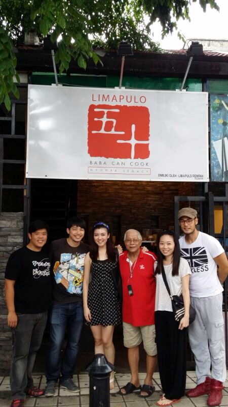 Alan Yun (2nd from left) with his friends at Restaurant Limapulo in Heritage Street