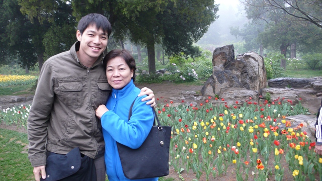 Alan Yun (left) with his mother