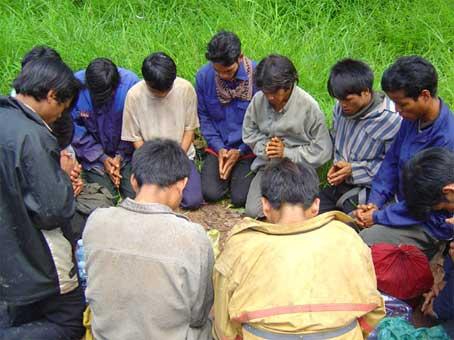 VIETNAM_-_montagnards_preghiera