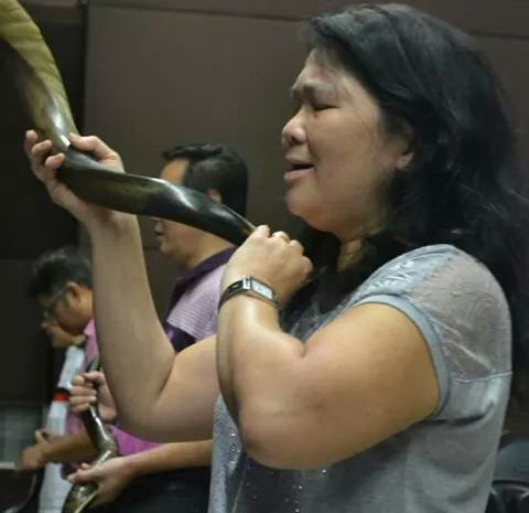 Worshiper with the shofar