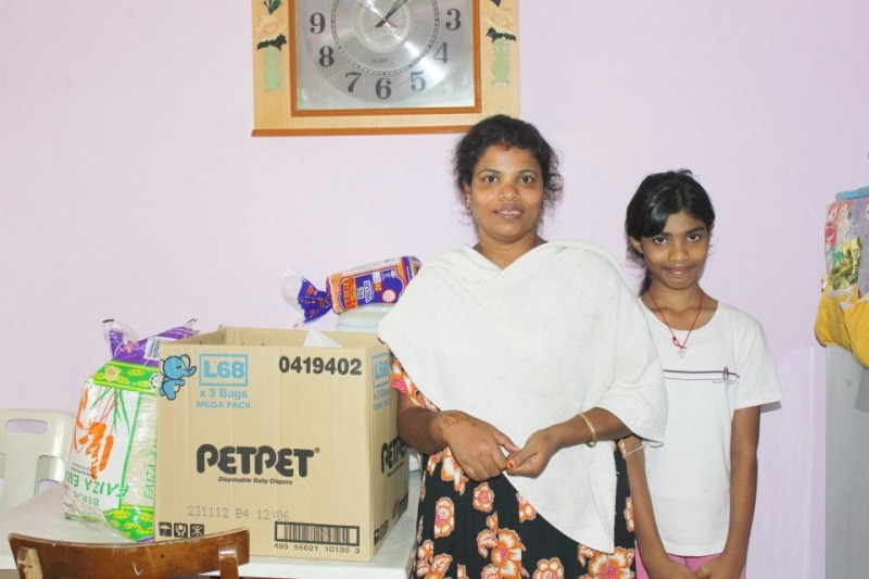 A mother and daughter receiving food provision from OASIS, The Peoples Church