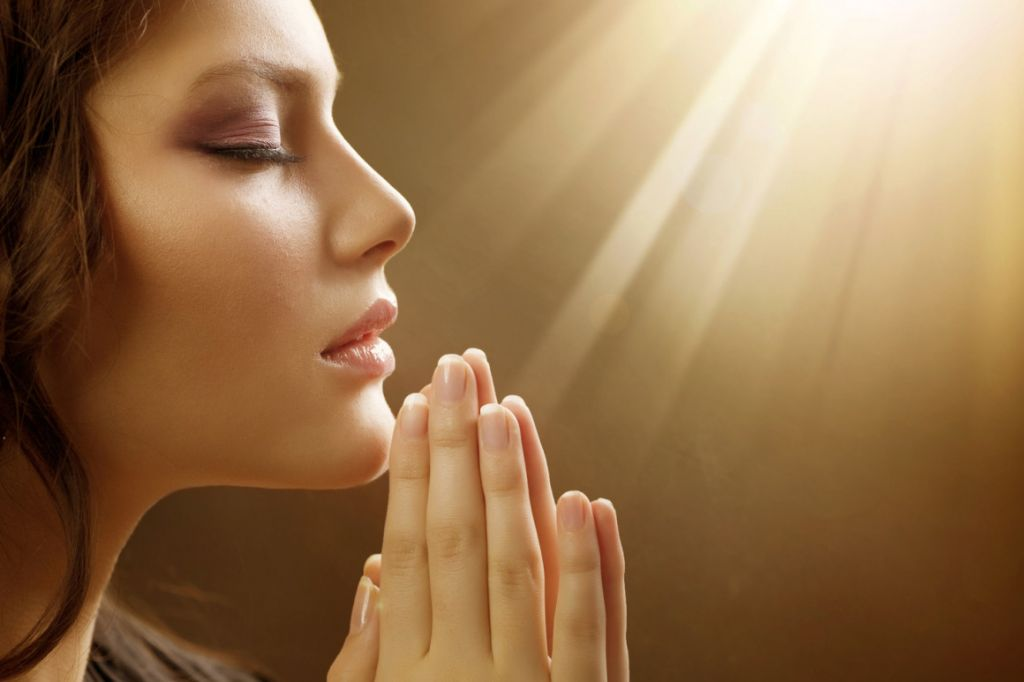 praying-woman-m-1160x773