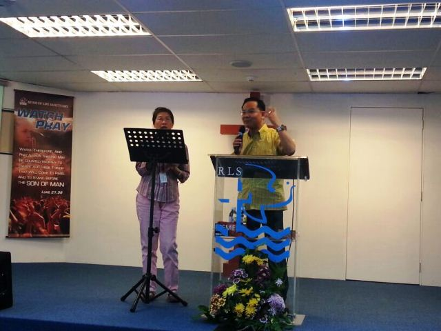 Eddy Yong giving praise to the Lord Jesus for His healing hands