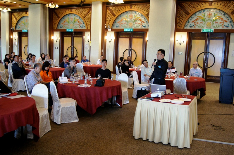 Pr Tony Tay explaining about the power of God to the participants
