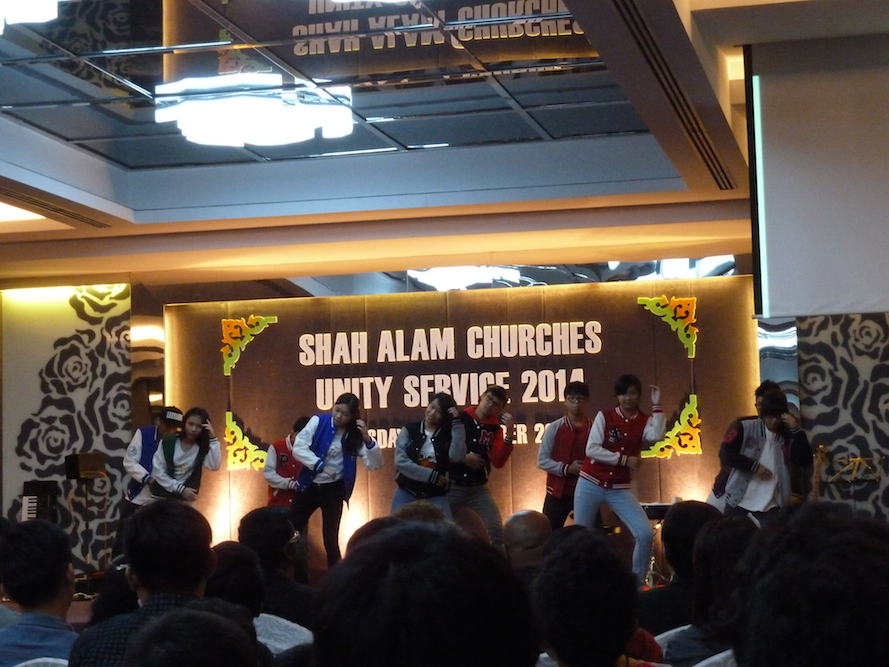 The hip hop dance performance by Chinese NLRC Shah Alam