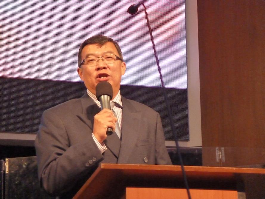 Rev John Kok preaching the Word