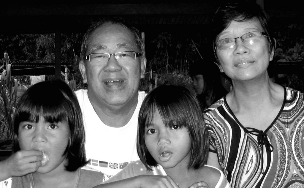 Bob Teoh (2nd from left)