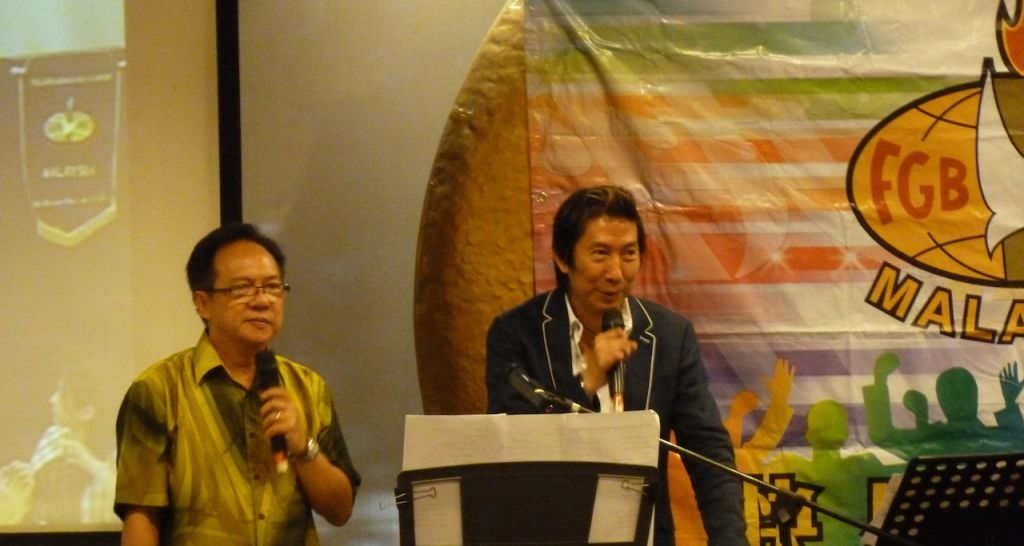 Teddy Hung (right) sharing his testimony in the dinner held by the FGBMF