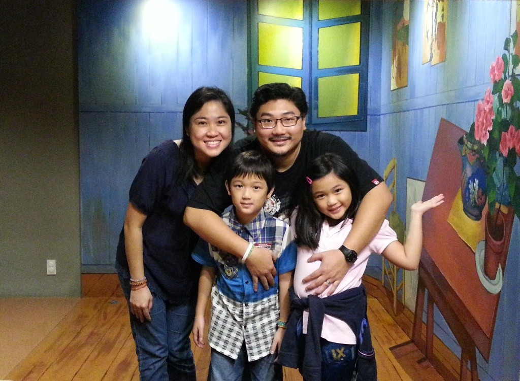 Damien and Mei Ying with their happy family