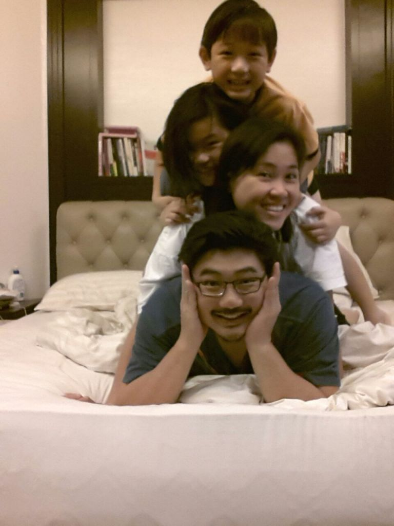 Damien and Mei Ying with their two beautiful children