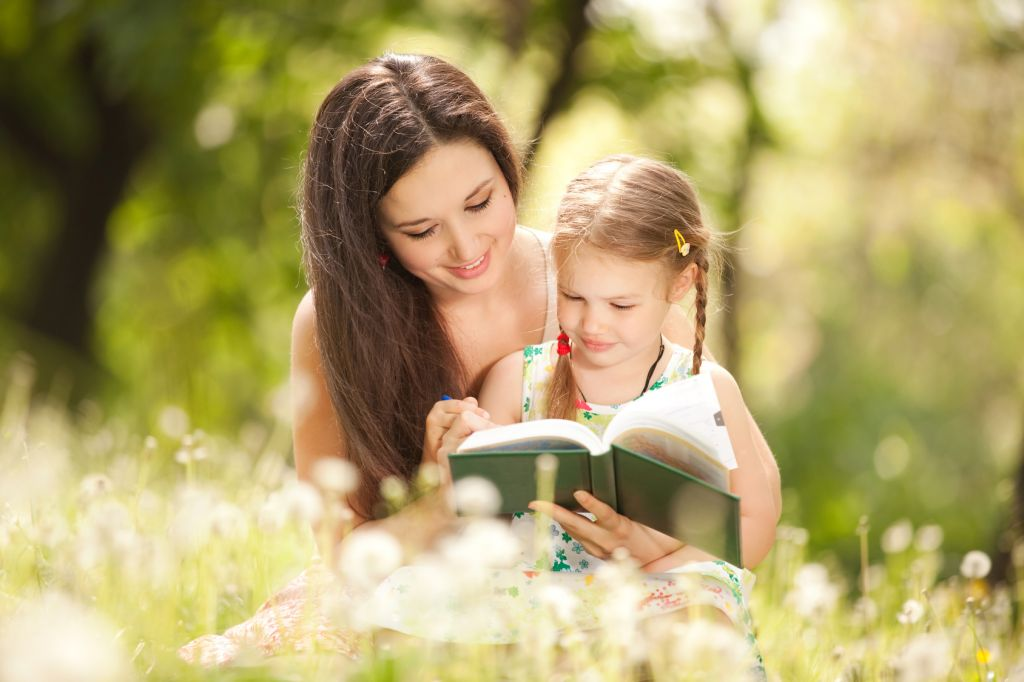 sf-mother-and-daughter-reading-in-a-field