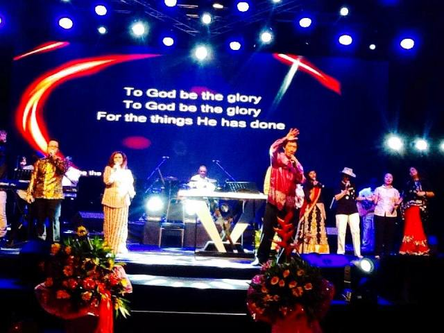 Rev Dr Paul Ang (most front) worshipping God onstage